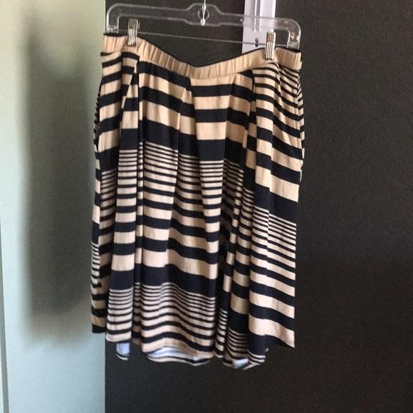 LuLaRoe mid level skirt with pockets, XL